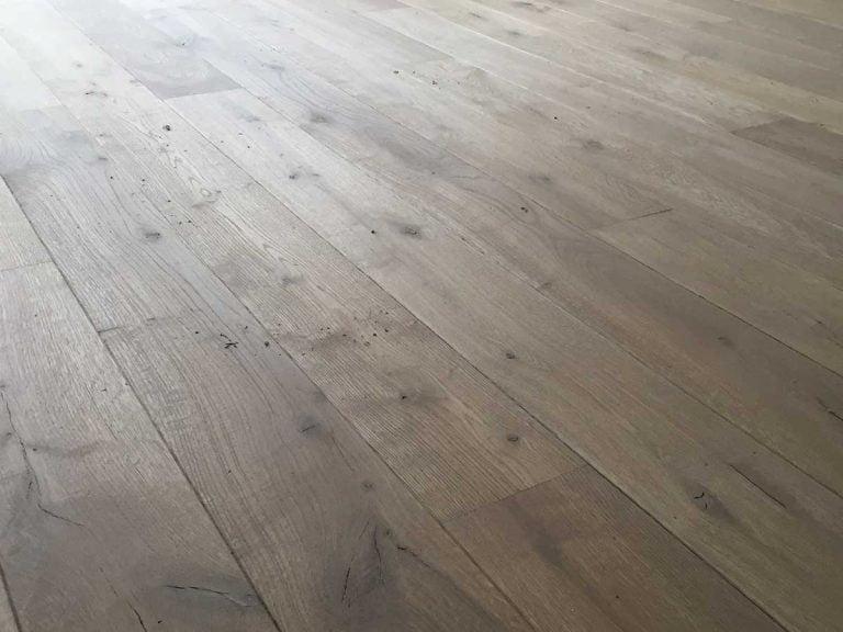 Lak behandelde houten planken vloer