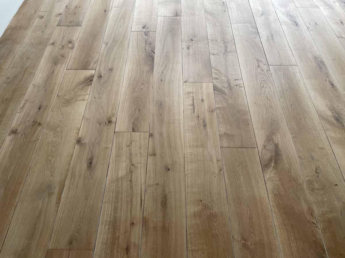 Lamel houten vloer behandeld met extra matte lak Blue Dolphin Eco Wood 2K